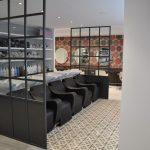 Separadores de vidrio en interiorismo de centro de belleza